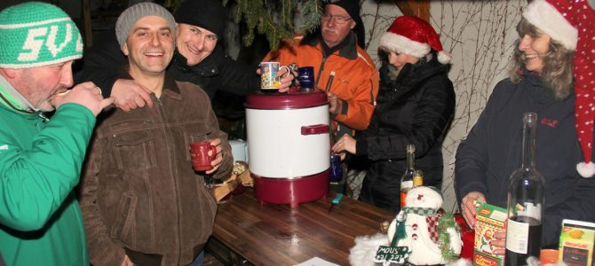 Zeißiger Weihnachtsmarkt lockte viele Gäste in den Zeißighof