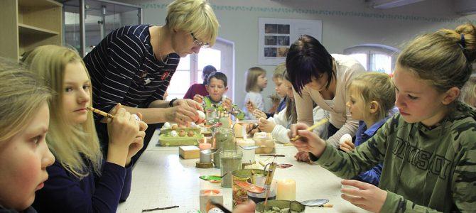 Nachwuchs pflegt sorbische Osterbräuche
