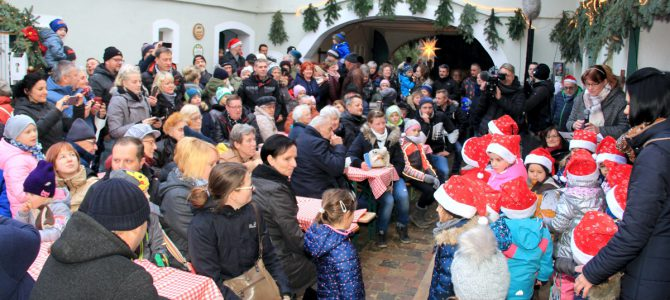 Hochbetrieb beim Weihnachtsmarkt im Zeißighof